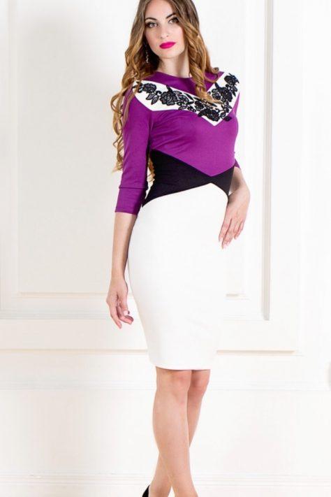Двухцветное платье с аппликацией