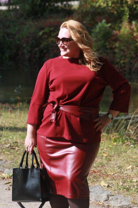 Костюм юбка-блуза и пояс- воротник plus-size