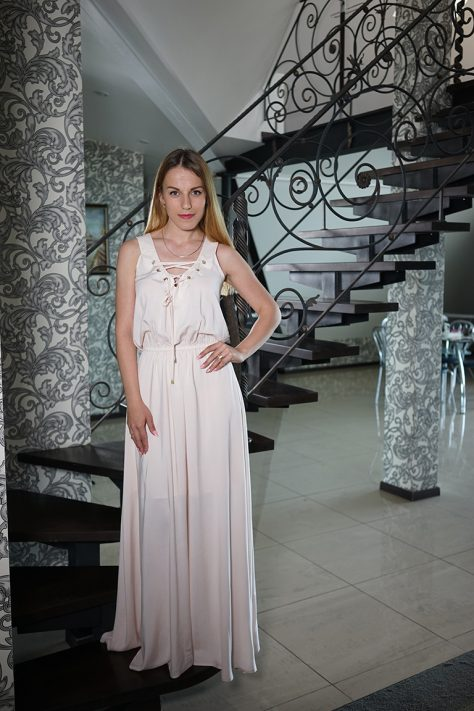 Платье длинное с фигурными планками, люверсами и шнуровкой