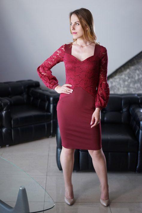 Платье с гипюром и объемными рукавами