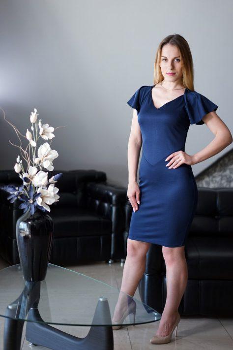 Платье с декоративными рукавами-крылышками