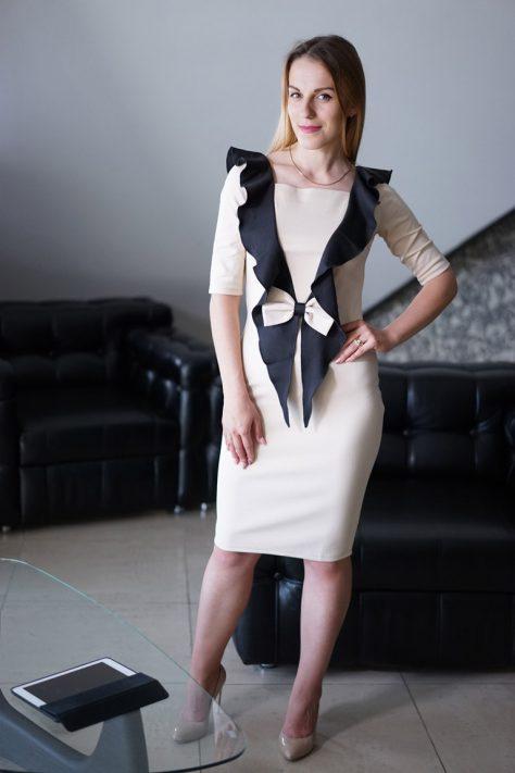 Платье с декоративными  отделочными элементами