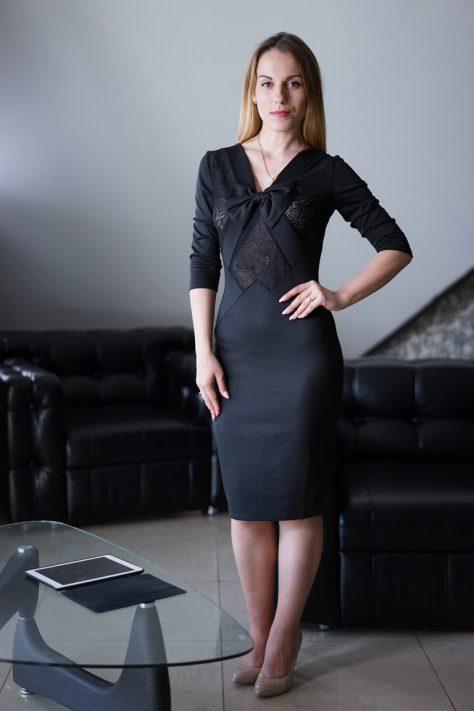 Платье с вставками гипюра и бантиком, с рукавом
