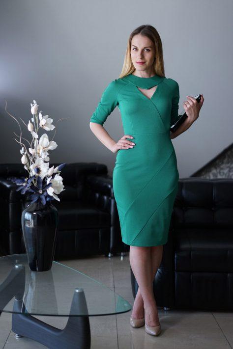 Платье с поперечными подрезами